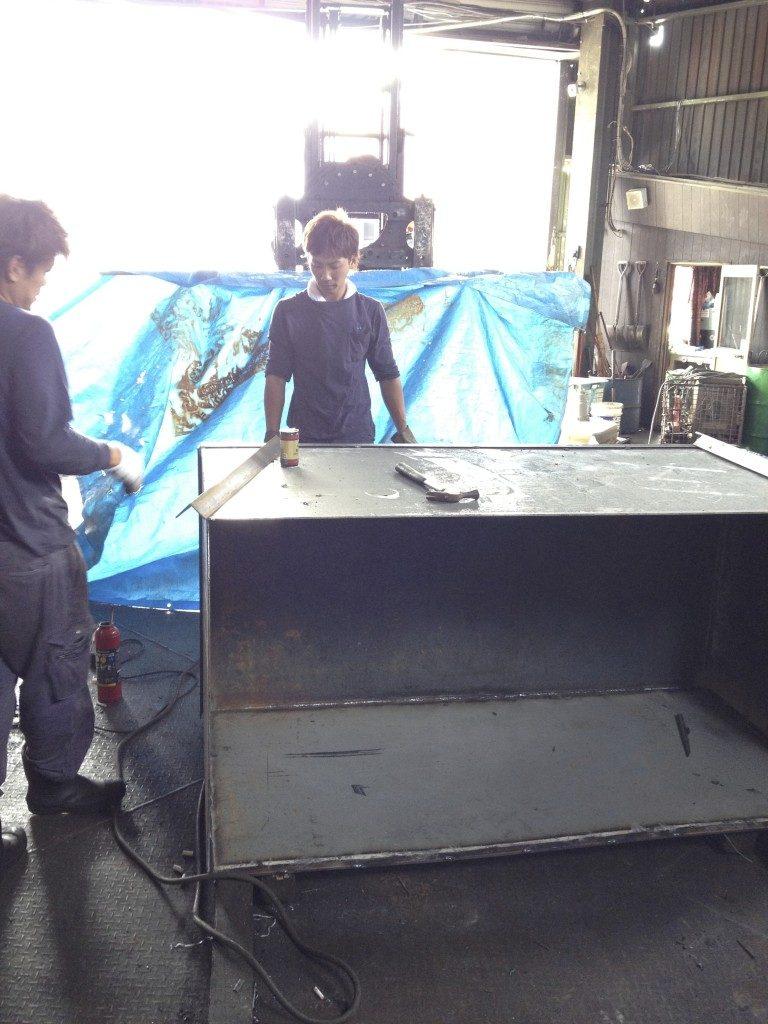 スクラップ保管容器製作中!