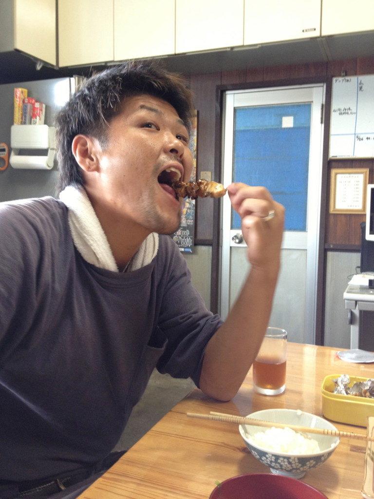 """今日のおかず""""焼き鳥""""でテンションMAX!!の駿"""
