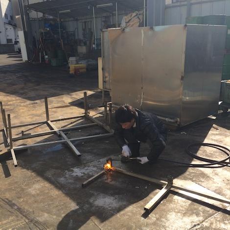 ステンレス製・滅菌装置の解体作業