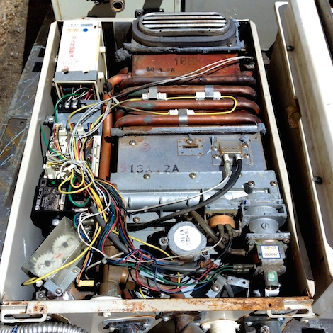冬の必需品、給湯器スクラップの中身は非鉄金属がたくさん!