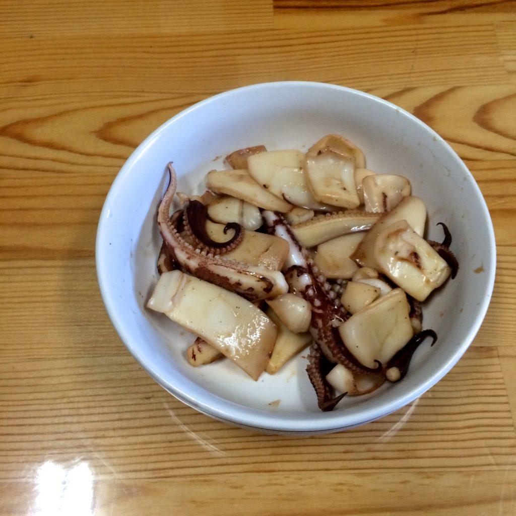 お昼の一品、【駿ちゃん特性アオリイカの醤油炒め】