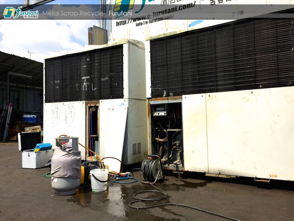 これもサービス!弊社ヤードでGHPの冷媒回収作業!