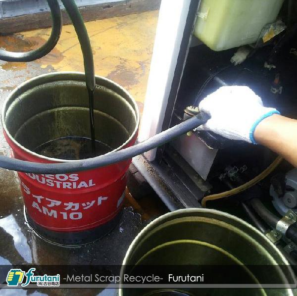 ガスヒーポン・エンジンオイル抜き取り作業