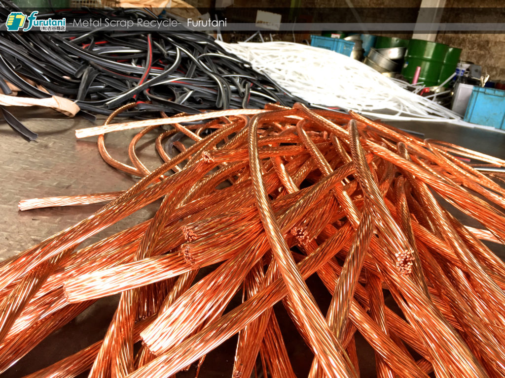 高圧電線が入荷!みんなで剥いて銅にしよう!