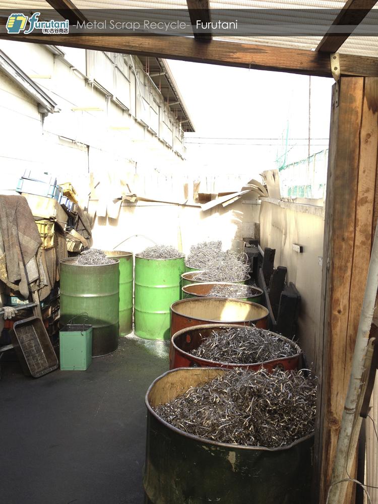 ドラム缶で保管するダライ粉