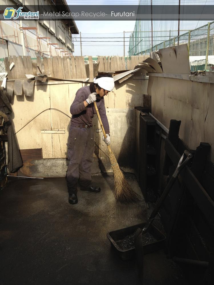 ダライ粉置き場の清掃
