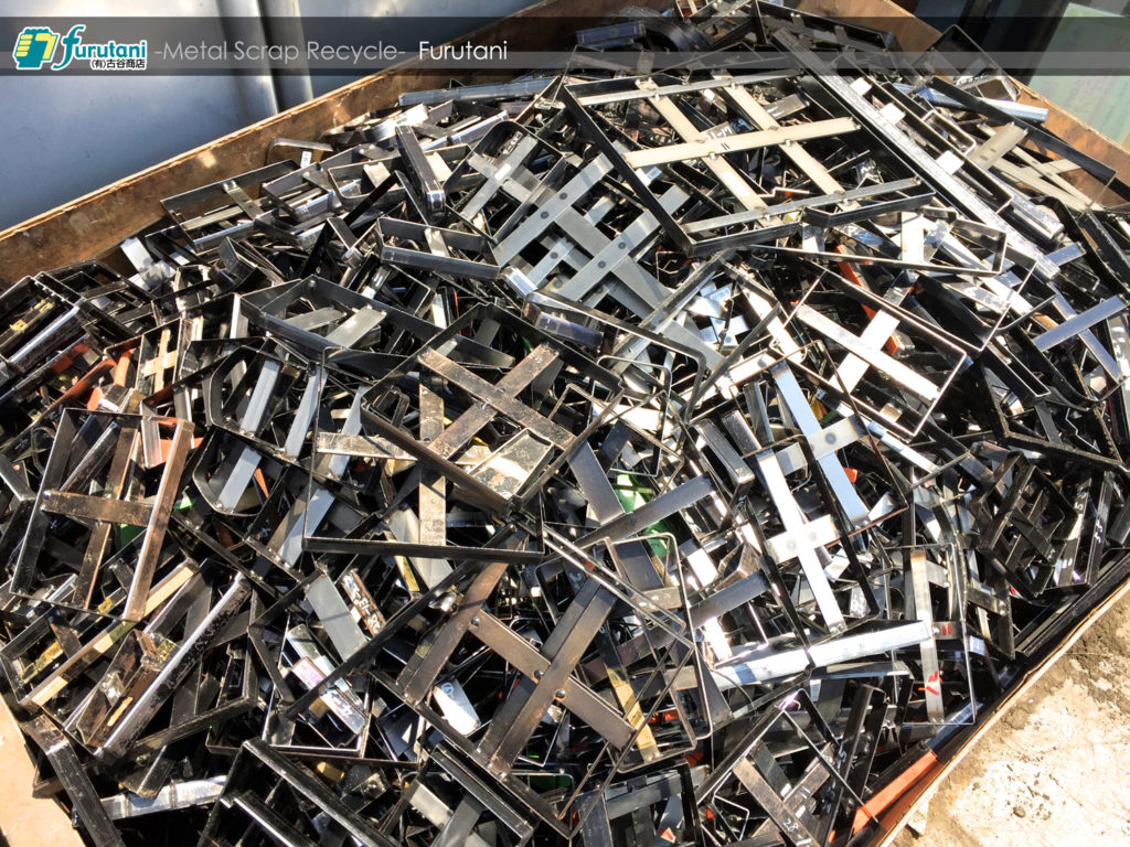 鉄でできた革の抜き型買取☆スウェーデン鋼とは?