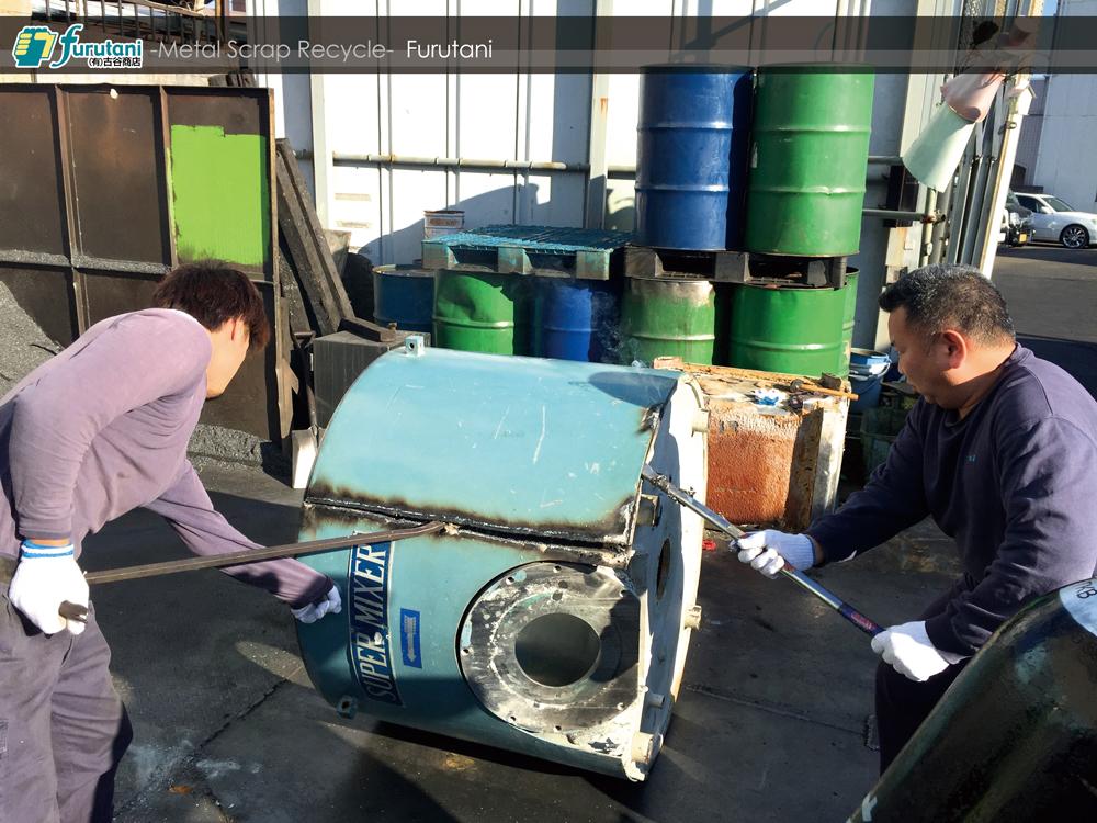 ステンと鉄でできた業務用ミキサーのタンクを解体してみた!
