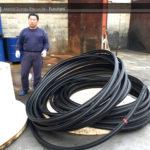 巨大タイコに巻かれた電線