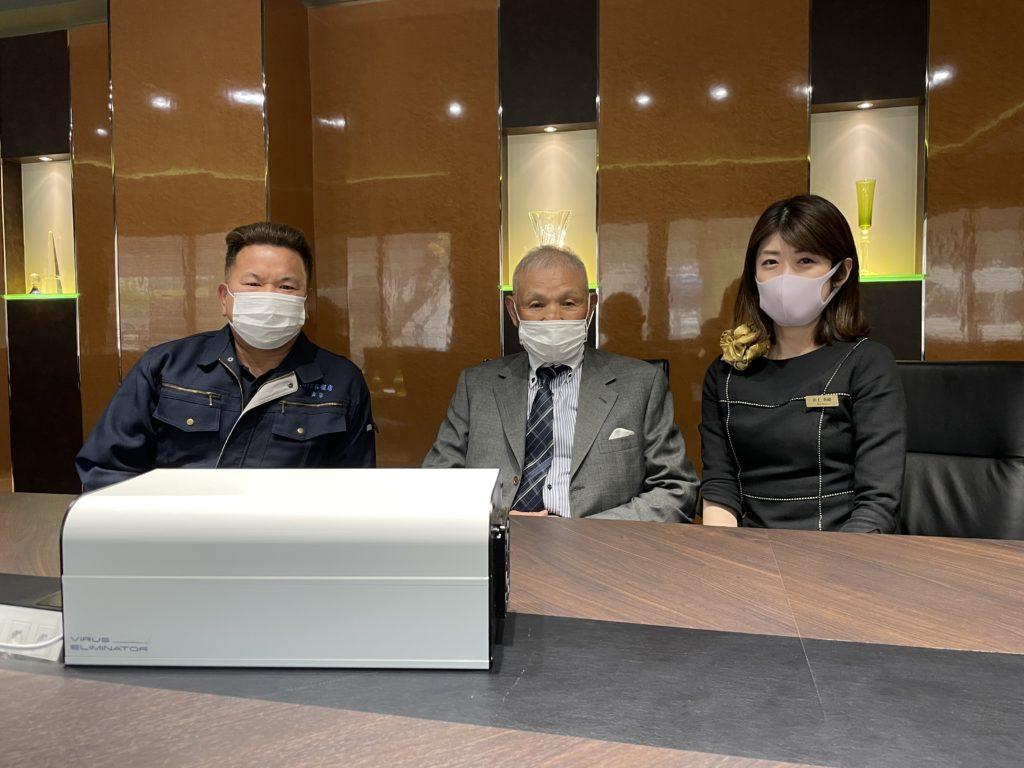扶和メタル黒川会長様と記念写真